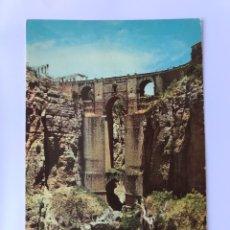 Postales: RONDA (MALAGA) POSTAL SERIE II, NO. 8605, EL PUENTE NUEVO. EDITA: A. CAMPAÑA Y J. PUIG (A.1960). Lote 174029563