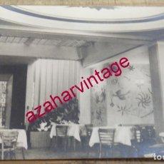 Postales: POSTAL DE MÁLAGA. AÑOS 50. ANTEQUERA, HOTEL RESTAURANTE VERGARA, VISTA INTERIOR. Lote 174090392