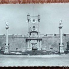 Postales: CADIZ - PUERTA DE TIERRA. Lote 176251554