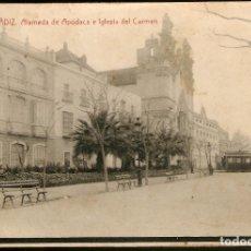 Postales: TARJETA POSTAL CÁDIZ: ALAMEDA DE APODACA E IGLESIA DEL CARMEN./ FOT. THOMAS./ PRINCIPIOS DE S.XX.. Lote 180159241