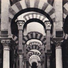 Postales: CÓRDOBA - VISTA DEL LABERINTO DE COLUMNAS DE LA MEZQUITA (NO. 21) . Lote 183169531