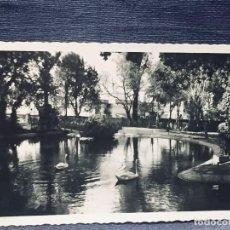Postales: POSTAL JEREZ DE LA FRONTERA 108 PASEO TEMPUL ESTANQUE DE LOS CISNES ED ARRIBAS INSCRITA CIRCULADA. Lote 193983181
