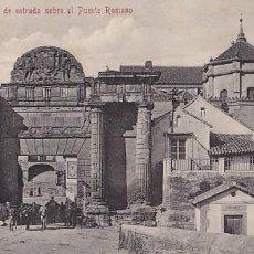 Postales: CORDOBA PUERTA DE ENTRADA SOBRE PUENTE ROMANO. ED. FOTO R. GARZON GRANADA. SIN CIRCULAR. Lote 205297616