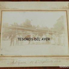 Postales: ANTIGUA FOTOGRAFIA ALBUMINA DE ANTEQUERA, TRANSPORTANDO TRONCOS, AÑO DE 1909, MIDE 24 X 19 CMS.. Lote 209796973