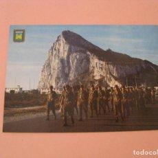 Postales: POSTAL DE LA LINEA. GIBRALTAR. REGRESO DE LA BAJADA DE LA BANDERA.. Lote 210771641