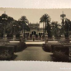 Postales: SEVILLA. POSTAL FOTOGRAFÍCA NO.21, PLAZA DE AMERICA Y JARDINES. SIN IDENTIFICAR EDITOR (A.1960). Lote 210788579