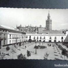 Postales: POSTAL SEVILLA. REALES ALCÁZARES. PATIO DE BANDERAS. EDICIONES GARCÍA GARRABELLA.. Lote 217995513