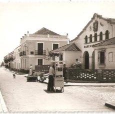 Cartes Postales: FUENGIROLA (MÁLAGA) CALLE ESPAÑA Y MERCADO PÚBLICO... Lote 219036418