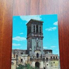Postales: POSTAL ARCOS DE LA FRONTERA. FACHADA LATERAL Y TORRE DE SANTA MARÍA.. Lote 221767725