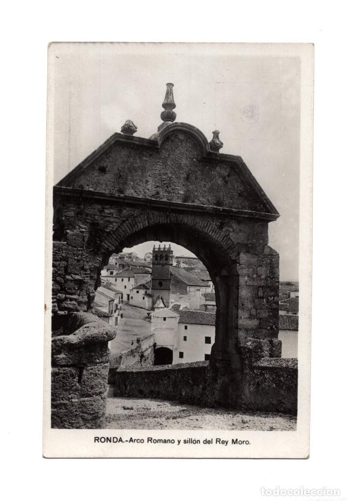 RONDA.(MÁLAGA).- ARCO ROMANO Y SILLÓN DEL REY MORO. (Postales - España - Andalucía Antigua (hasta 1939))