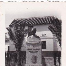Postales: CORDOBA, PLAZA DE LA LAGUNILLA, MONUMENTO A MANOLETE. NO CONSTA EDITOR. SIN CIRCULAR. Lote 261837270