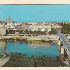Postales: SEVILLA. GUADALQUIVIR, PUENTE DE SAN TELMO, AL FONDO, TORRE DEL ORO Y GIRALDA (1960). Lote 266305353