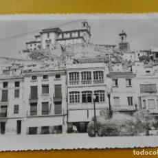 Cartes Postales: ANTIGUA POSTAL.VISTA PARCIAL.PLAZA JOSE ANTONIO.IGLESIA.MARTOS.JAEN.EDICIONES CALVO Nº 3. Lote 269739853