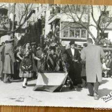Postales: FOTOGRAFIA DE FIESTAS EN JAEN, TRAJES REGIONALES, FOTO MICHFER, AÑO 1960, MIDE 24 X 18 CMS.. Lote 286255393