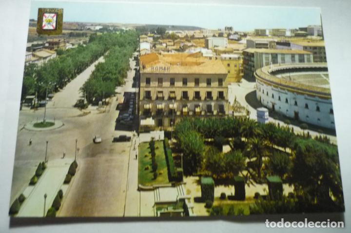 POSTAL LINARES-PL.AMERICA Y PASEO LINAREJOS (Postales - España - Andalucia Moderna (desde 1.940))