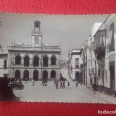 Postales: POSTAL MORÓN DE LA FRONTERA SEVILLA EDICIONES SICILIA Nº 13 PLAZA DEL AYUNTAMIENTO MOTOS GENTE..VER. Lote 293482003