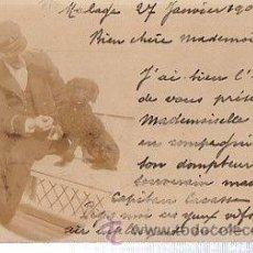 Postales: TARJETA POSTAL ANIMALES, HOMBRE CON SU PERRO. Lote 35652869