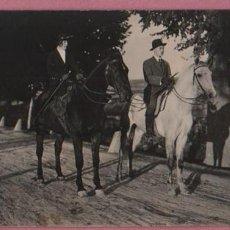 Postales: FOTO POSTAL DE DOS JINETES CON SUS CABALLOS - MONTSERRAT TERRICABRAS 1920. Lote 51375719
