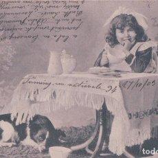 Postales: POSTAL ANTIGUA DE UNA NIÑA CON SU PERRO. CIRCULADA 1909. Lote 64048899
