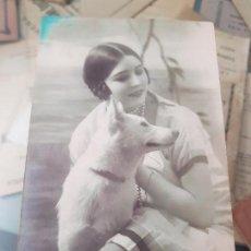 Postais: ANTIGUA POSTAL ROMANTICA PERRO DIRIGIDA A TETUAN COMISARIO DE GUERRA 1927. Lote 168266736