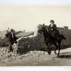 Postales: ANTIGUA FOTO POSTAL - JINETE AL GALOPE Y ESPECTADORES. SIN CIRCULAR. Lote 172746488