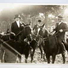 Postales: ANTIGUA FOTO POSTAL. GRUPO DE JINETES Y AMAZONAS - SIN CIRCULAR.. Lote 172749807