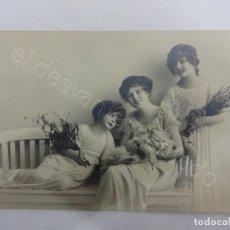 Postales: ATIGUA POSTAL JOVENCITAS POSANDO CON GATO. ORIGINAL AÑOS 1900S. Lote 206421595