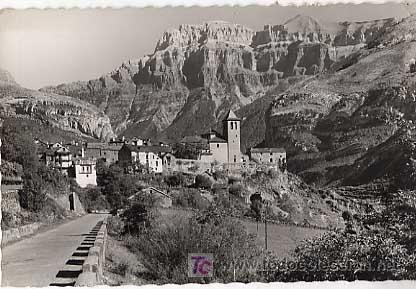 HUESCA. TORLA. PIRINEOS ARAGONESES. VISTA PARCIAL Y MONDARRUEGO AL FONDO. CIRCULADA (Postales - España - Aragón Moderna (desde 1.940))