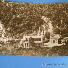 Postales: POSTAL FOTO DE COVADONGA , SANTUARIO, BLANCO Y NEGRO AÑOS 60.. Lote 12337243