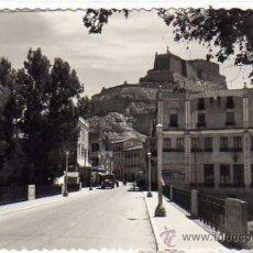 Postales: MONZON 5 AVDA. GENERAL MOLA Y PUENTE SOBRE EL RIO SOSA. ED SICILIA. ACABADO FOTOGRÁFICO. HUESCA.. Lote 32139331