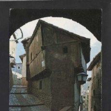 Postales: ALBARRACÍN *ARCO DEL PORTAL...* ED. SICILIA Nº 17. GOFRADA. CIRCULADA.. Lote 37011625