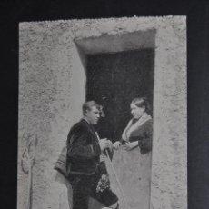 Postales: ANTIGUA POSTAL DE ZARAGOZA. COSTUMBRES ARAGONESAS. A LA PUERTA DE SU CASA. SIN CIRCULAR. Lote 43656826