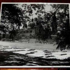 Postales: FOTOGRAFIA DE ZARAGOZA, LAS ALMADIAS DEL VALLE DEL RONCAL EN SU PUERETO DEL EBRO FRENTE AL PILAR, FO. Lote 45138023