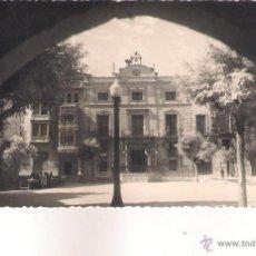 Postales: POSTAL DE CASPE - PLAZA DE ESPAÑA Y AYUNTAMIENTO .. Lote 46450334