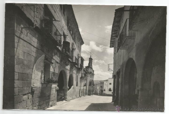 LA FRESNEDA Nº 15 .- ENCOMIENDA Y CALLE DEL PILAR .- EDICIONES SICILIA (Postales - España - Aragón Moderna (desde 1.940))
