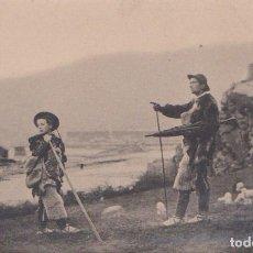 Postales: HECHO (HUESCA) - TIPOS CHESOS - PASTOREANDO. Lote 97341787