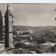 Postales: (ALB-TC-12) POSTAL HUESCA CIRCULADA CON SELLO PLAZA DE TOROS Y VISTA PANORAMICA. Lote 98162959