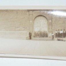Postales: FOTOGRAFIA DEL PUEBLO DE LUNA, ZARAGOZA, PUERTA DE LA IGLESIA, AÑO 1925, MIDE 17,5 X 6,2 CMS.. Lote 98361751