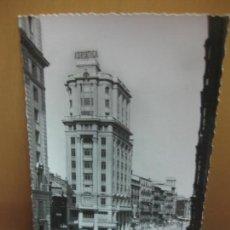 Postales: POSTAL 23. - ZARAGOZA. CALLE DEL COSO Y EDIFICIO SEGUROS LA ADRIATICA. ED. GARCIA GARRABELLA. . Lote 133798022