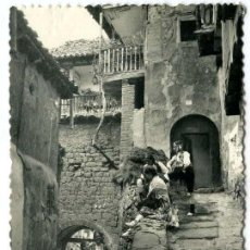 Postales: TARJETA POSTAL FOTOGRAFICA - ALBARRACIN / TRAJE REGIONAL. Lote 143696662