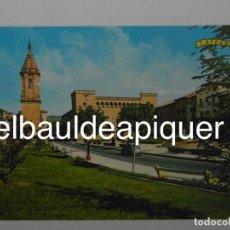 Postales: POSTAL DE AYERBE. PLAZA SANTIAGO RAMON Y CAJAL. HUESCA. SEAT 600. SIN CIRCULAR. MUY BUEN ESTADO. Lote 145794406
