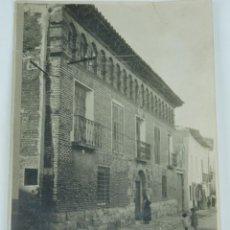 Postales: FOTOGRAFIA DE CASA SOLARIERA EN MUNIESA, TERUEL, FOTO L. MORA INSA, ZARAGOZA, MIDE 16,5 X 12 CMS.. Lote 164655086