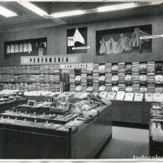 Postales: ZARAGOZA- ALMACENES EL AGUILA-SECCIÓN PERFUMERIA Y CAMISERÍA-ORIGINAL AÑOS 1960-RARA. Lote 171323810