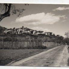 Postales: BOLTAÑA. HUESCA. VISTA PARCIAL Y CARRETERA. FRANQUEADA EL 8 DE JULIO DE 1964.. Lote 180446935
