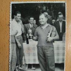 Postales: POSTAL FOTOGRAFICA, ZARAGOZA, 22 ABRIL 1945. CONCURSO DE PESCA, EBRO. FOTOS ARROYO. INFOAL.. Lote 205743212