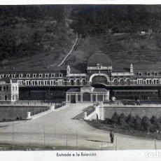 Postales: ANTIGUO POSTAL DE LA ESTACION DE CANFRANC (HUESCA) EN PLENO FUNCIONAMIENTO FOTOGRAFICA AÑO 1940/50. Lote 210785827