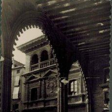 Postales: ALCAÑIZ, TERUEL. Nº 3, FACHADA DEL PALACIO MUNICIPAL. FOTROGRÁFICA ED. LUJO. CIRCULADA 1957. Lote 214152513