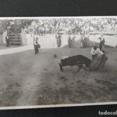 Postales: TOROS EN LA CALLE. - MANZANERA, TERUEL - POSTAL FOTOGRAFICA. Lote 221116625