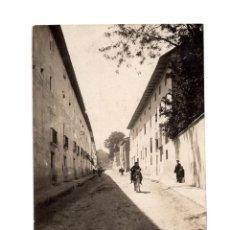 Postales: TARAZONA.(ZARAGOZA).- CALLE DE SAN ANTÓN. POSTAL FOTOGRÁFICA.. Lote 224114726