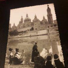 Postales: ANTIGUA POSTAL FOTOGRAFÍCA, ZARAGOZA, GRUPO DE BATURROS Y EL PILAR. Lote 237017020